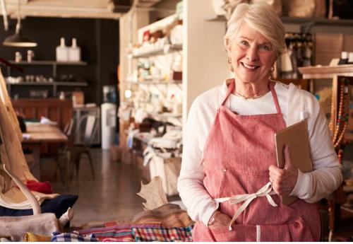 L'industrie du tourisme se tourne vers les retraités pour combler ses besoins